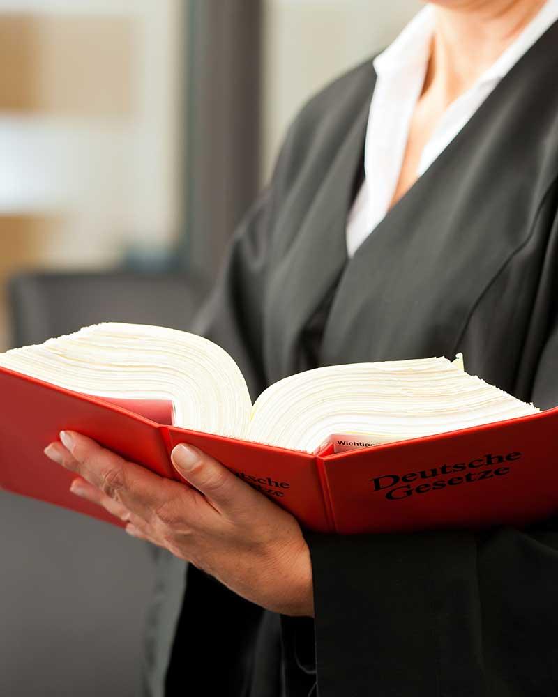 Rechtsberatung, Dr. jur. Christina Hellmuth, Rechtsanwältin und Steuerberaterin in Lauf an der Pegnitz