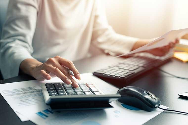 Steuerberatung, Dr. jur. Christina Hellmuth, Rechtsanwältin und Steuerberaterin in Lauf an der Pegnitz